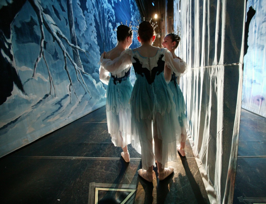 Nutcracker 2009 - 16 Backstage - Photo by C. McCullers, Courtesy of Atlanta Ballet