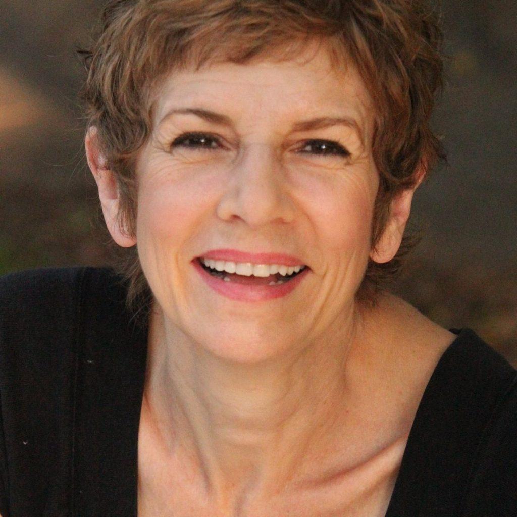 Mary Lynn Headshot
