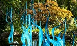 blue-marlins_and_turquoise-reeds_by-dale-chihuly_2012