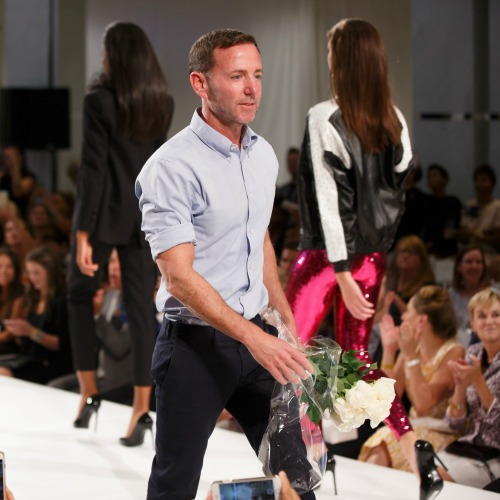 Jeffrey Kalinsky on the runway. Notice the white roses in his hand.
